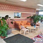 exemple de bureaux design avec aménagement d'un espace détente dans une entreprise