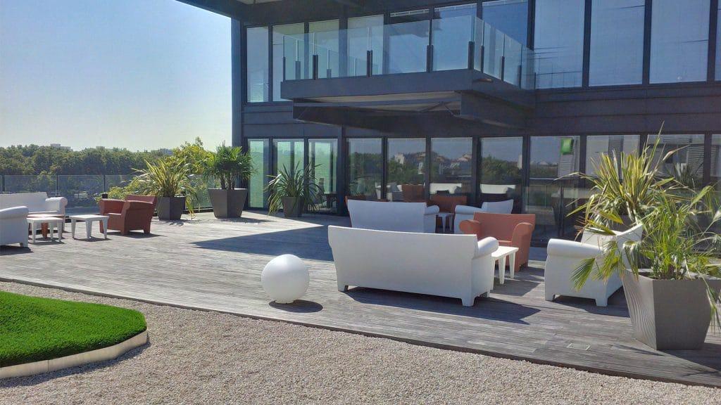 aménagement végétale pour une terrasse d'entreprise