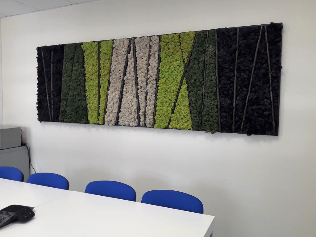 mur végétal dans salle de réunion