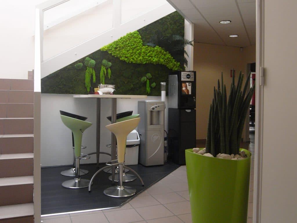 aménagement végétal pour un espace pause café en entreprise