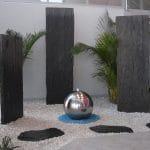 aménagement intérieur avec une fontaine en inox