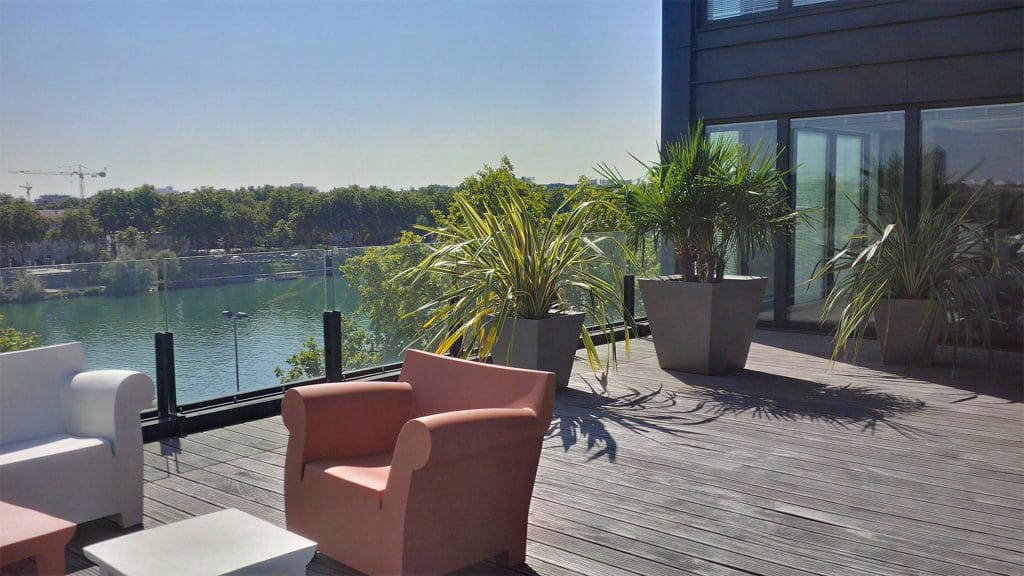 mobilier et bac pour terrasse d'entreprise paysagiste entreprise