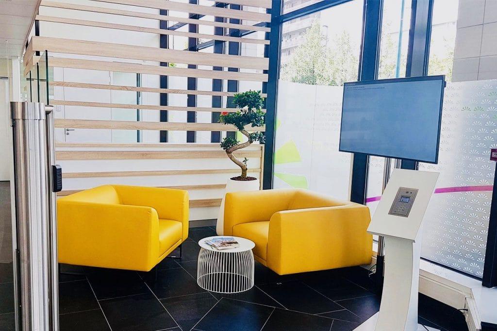 décor végétal en entreprise salon accueil groupama clermont ferrand