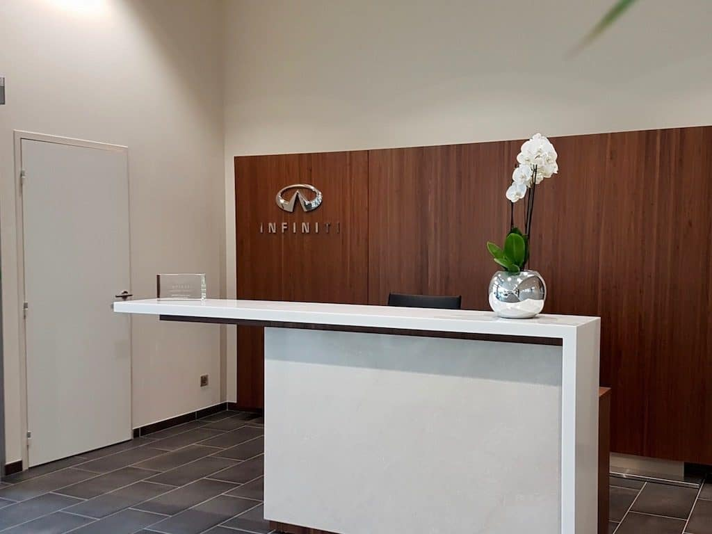 decor vegetal concession auto banque accueil